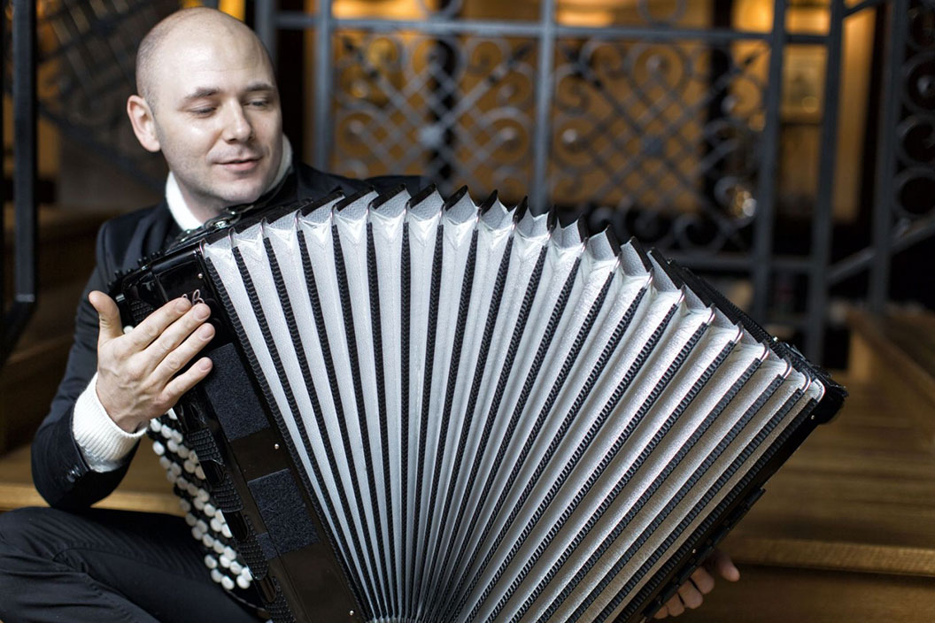 Big image of the accordion